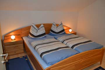 Schlafzimmer 2 im DG: Doppelbett + Sat-TV