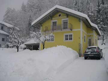 Schneefall am Ferienhaus
