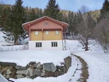 am Haus im Winter