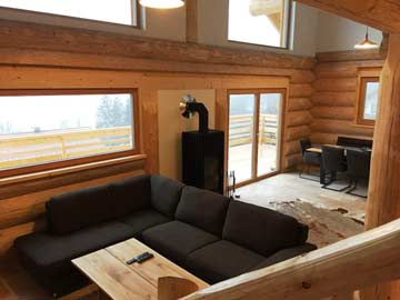 Gemütliches Wohnzimmer mit Schwedenofen