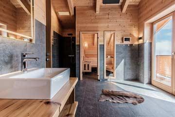 Sauna und ebenerdige Dusche
