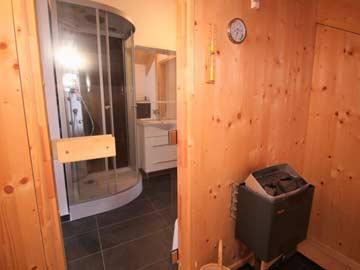 Sauna im oberen Badezimmer