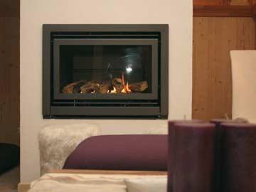 Gaskamin mit sichtbarer Flamme für gemütliche Stunden am Abend