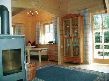 Angenehme Wohlfühlatmosphäre durch viel Holz und ökologische Holzbauweise