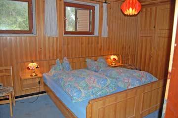das 2-Bett-Zimmer im EG