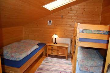 3-Bett-Zimmer im OG mit Etagen- und Einzelbett
