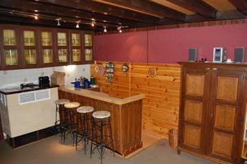 Bar und Küchenzeile in der Hüttenstube