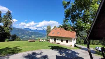 Direkt am FlowTrail (rechts im Bildd): unsere Hütte am Nassfeld (linke Bildmitte)