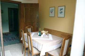 Ferienwohnung Russbach - Wohnküche mit Esstisch
