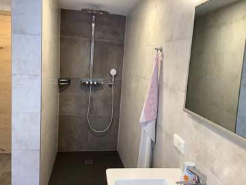 Badezimmer mit Infrarot-Spiegelheizung