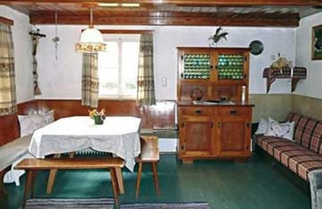 Ferienhaus Leogang - Blick in die Stube - ältere Aufnahme, inzwischen mit neuem Sofa (siehe weitere Fotos)