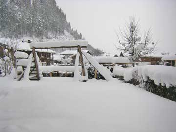 Neuschnee in Leogang - der Garten im Winter