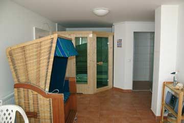 der Saunabereich mit Strandkorb zum Relaxen