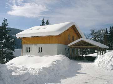 Ferienhaus Radstadt mit Sauna - ältere Außenansicht mit Carport