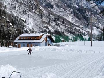 Eisfeld direkt bei der Hütte