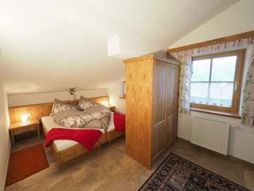das große Zimmer für 2-4 Personen mit Doppelbett ...