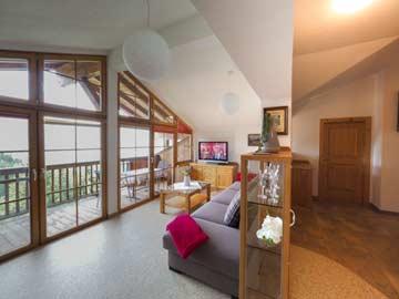 Die Panoramaverglasung im Wohnraum