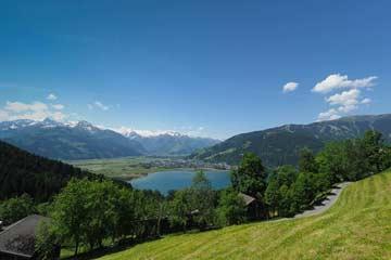 Aussicht im Sommer auf Zeller See und Kitzsteinhorn