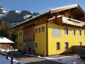 das Haus von außen im Winter