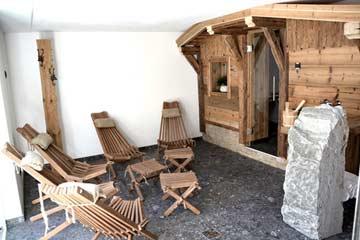 Einer der schönsten, wahrscheinlich der schönste Saunabereich in unserem Programm. Hier die finnische Sauna im Berghüttenstil
