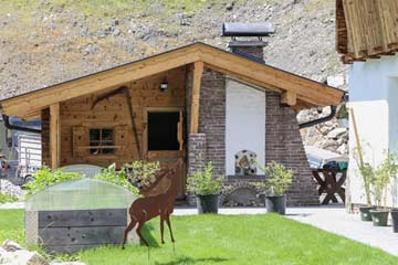 das schöne Gartenhaus mit Bar