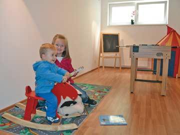 das Spielezimmer für Kinder neben Wellnessbereich