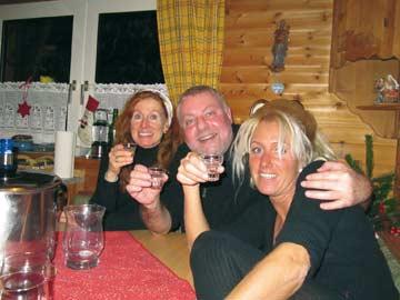 Unsere Kunden genießen den Hüttenaufenthalt mitten im Skigebiet