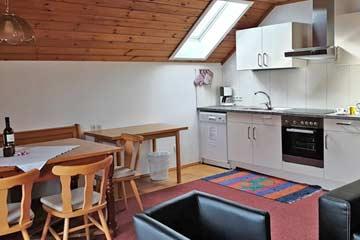 Wohnraum mit Küche (Foto: Ch. Sandner)