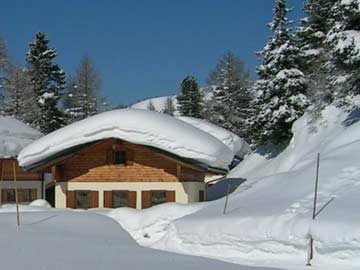 Gemütliche Hütte Obertauern, mit Skiern zum Lift