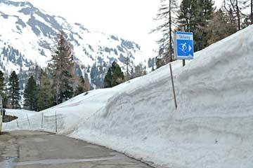 Beginn des Skiweges zur Skipiste / Kehrkopfbahn (Aufnahme im April!)