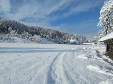Weg zum Skigebiet