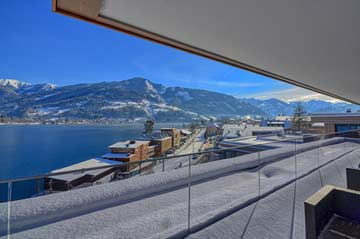 Blick auf das Ortszentrum Zell am See im Winter