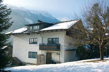 Ferienhaus im Winter, Gartenseite