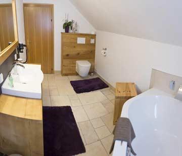 Neues Badezimmer mit Eckbadewanne