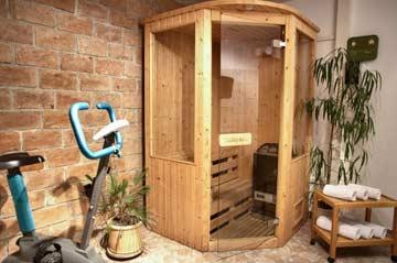 der Sauna- und Wellnessbereich im großen Badezimmer