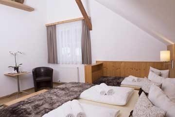 Doppelbett mit Zusatzbett