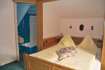 Schlafzimmer mit eigenem Bad
