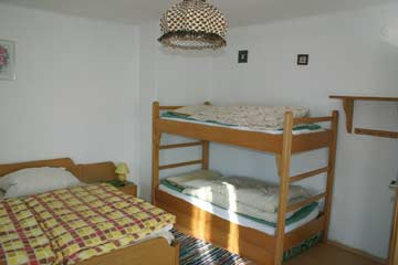eines der 4-Bett-Zimmer im OG