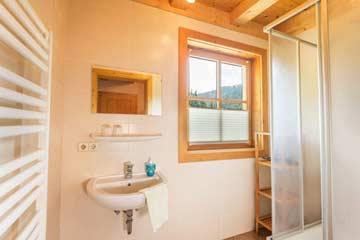 insg. 5 Duschen und 5 WC im Haus