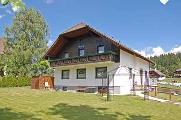 Gepflegtes Ferienhaus mit 8 Schlafzimmern in Mariapfarr