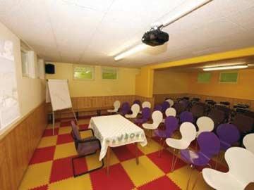 Allzweckraum im UG - hier als Seminarraum