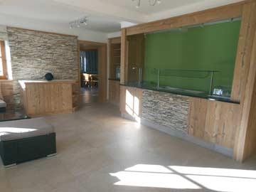 im Herbst 2013 fertiggestellter Loungebereich mit Theke