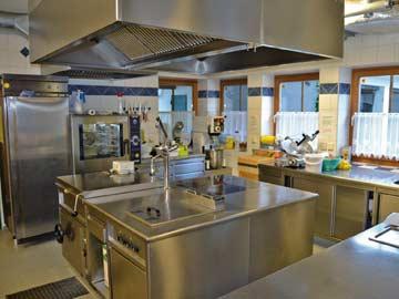 sehr gut ausgestattete Gastro-Küche
