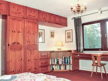 3. Schlafzimmer (OG) mit frz. Doppelbett und Balkon