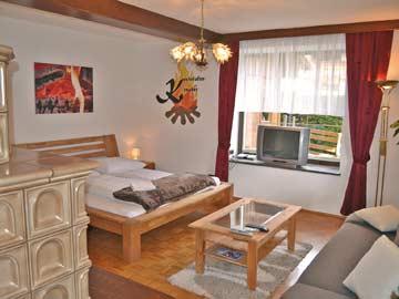 Schlafzimmer 2 - Doppelbett + Schlafsofa