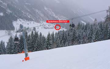 das Ferienhaus von Skipiste und Bergbahn aus fotografiert