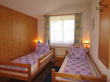 Schlafzimmer: das kleinere 2-Bett-Zimmer mit Einzelbetten,....