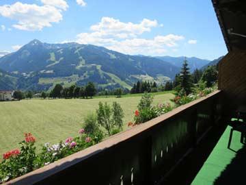 Aussicht im Sommer zur 4-Berge-Skischaukel