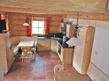 Chalet Oetz - sehr schöner Wohnraum mit offener Küche und SAT-TV