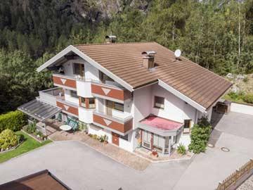Schöne Ferienwohnung mit 4 Schlafzimmern und eigenem Hauseingang in Umhausen